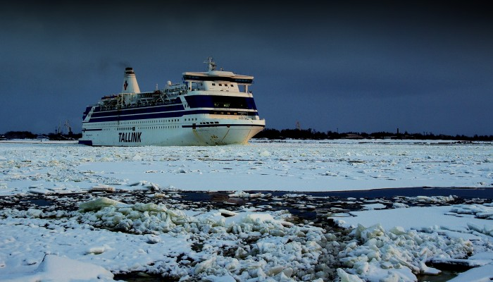 Ship on ice (3872 x 1872)